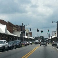 Photo taken at Downtown Hartselle by Deni H. on 7/13/2013