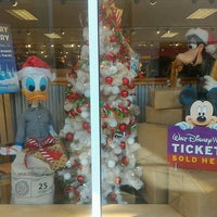 Photo taken at Disney's Character Warehouse by Luiz K. on 12/23/2016