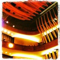 3/10/2013 tarihinde Alex R.ziyaretçi tarafından Koerner Hall'de çekilen fotoğraf
