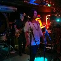 Photo prise au Stone Pub par Julia M. le12/8/2012