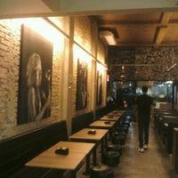 Foto tirada no(a) Rock 'n' Roll Burger por Igor M. em 11/22/2012