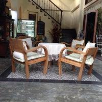 Photo taken at Bualuang Studio Cafe by Эльвира К. on 9/14/2015