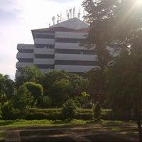 Photo taken at Gedung Rektorat Unhas by Sonia I. on 3/20/2013