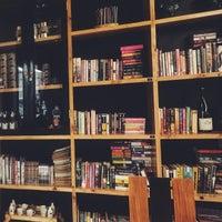Foto tomada en Tweedle Book Cafe por Adrian F. el 3/28/2016
