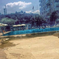 Photo taken at Özenler Yüzme Havuzu by Batuhan E. on 8/7/2016