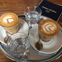 Das Foto wurde bei Café Jonas Reindl von Geda J. am 4/9/2016 aufgenommen