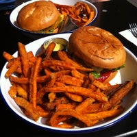 Das Foto wurde bei Otto's Burger von Ines S. am 8/22/2015 aufgenommen