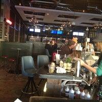 11/25/2012 tarihinde Karolziyaretçi tarafından Punch Bowl Social'de çekilen fotoğraf