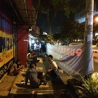 Photo taken at Lesehan Nasi Gudeg Cukupan Batas Kota by Riza P. on 3/26/2016