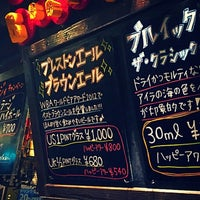 Photo taken at 82 ALE HOUSE 新宿西口大ガード店 by Yoshihiko Y. on 6/27/2016