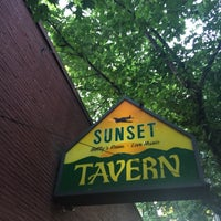 Photo prise au Sunset Tavern par Matt K. le7/8/2017