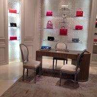Das Foto wurde bei Christian Dior von Ekaterina P. am 10/11/2013 aufgenommen