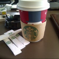 Das Foto wurde bei Starbucks von Sukria C. am 11/13/2012 aufgenommen