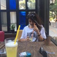 7/29/2017 tarihinde Cüneyt O.ziyaretçi tarafından Mavi Cafe & Bistro'de çekilen fotoğraf