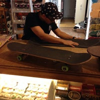 Foto tirada no(a) Independent Outlet Skateboards Amsterdam por Gilberto L. em 3/29/2014