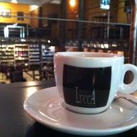 Foto scattata a Lucca Café da Bares e Restaurantes de Curitiba il 1/10/2013