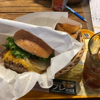 Photo taken at Freshness Burger by Y on 8/26/2017