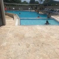 Photo taken at Tasli Otel Yuzme Havuzu by Burak on 7/4/2018
