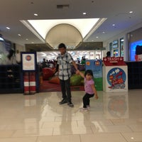 Photo taken at Kids Play Glendale Galleria by Edz R. on 4/20/2013
