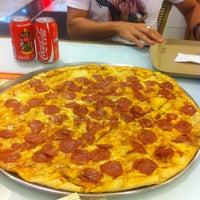 Foto tirada no(a) Mister Pizza por Vinicius F. em 5/5/2013