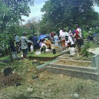 Photo taken at Tempat Pemakaman Umum Karet Tengsin by Irpanqmay on 4/12/2014