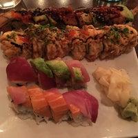 1/10/2016 tarihinde Helen M.ziyaretçi tarafından Domo Sushi'de çekilen fotoğraf
