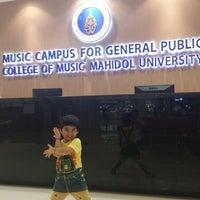 Photo taken at โครงการศึกษาดนตรีสำหรับบุคคลทั่วไป วิทยาลัยดุริยางคศิลป์ มหาวิทยาลัยมหิดล (Music Campus for Gerneral Public, College of Music, Mahidol University) by Superbamz K. on 3/29/2015
