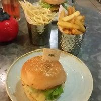 Photo prise au Gourmet Burger Kitchen (Trafford Centre) par Bogyli B. le5/12/2017