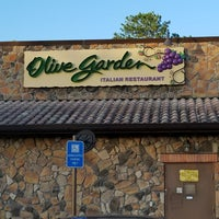 Photo taken at Olive Garden by Chuck E. on 8/30/2017