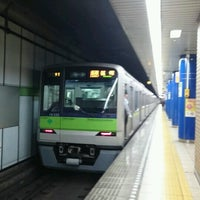 Photo taken at 岩本町駅 1-2番線ホーム by Toshi Y. on 12/4/2016