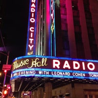 Foto tirada no(a) Radio City Music Hall por Dan G. em 4/8/2013