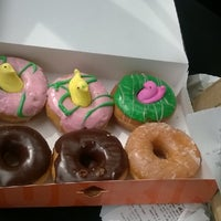 Photo taken at Dunkin' Donuts by Maurice W. on 4/6/2014