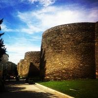 Foto tirada no(a) Muralla Romana por Alex V. em 9/22/2012