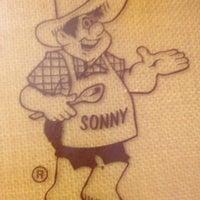 รูปภาพถ่ายที่ Sonny's BBQ โดย Quentin H. เมื่อ 7/28/2013