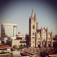 Foto tomada en Plaza Expiatorio por Alfonso B. el 1/10/2013