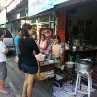 Photo taken at ร้านโจ๊กที่อร่อยที่สุดในประเทศไทย by Untich K. on 5/11/2013