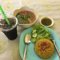 Photo taken at ยูซุฟ 108 ข้าวหมกไก่ by Untich K. on 2/26/2017