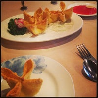 Photo taken at Wu's Fine Chinese Cuisine by Mary B. on 8/10/2013
