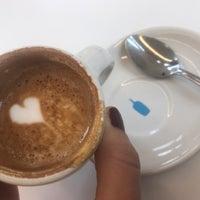Photo prise au Blue Bottle Coffee par Globetrottergirls D. le10/9/2018