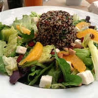 Foto scattata a Quinoa Restaurante da Globetrottergirls D. il 1/4/2013