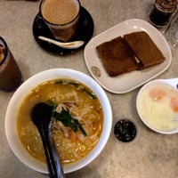 Photo taken at OldTown White Coffee by Umi N. on 11/16/2016