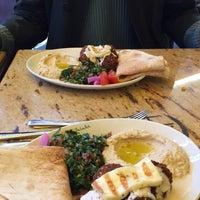 Das Foto wurde bei Boussi Falafel von Dilara E. am 2/6/2016 aufgenommen