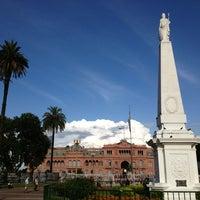 Foto tirada no(a) Plaza de Mayo por Mirek N. em 1/4/2013