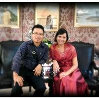 Foto diambil di Warung Enaak Purnama oleh Herly A. pada 12/17/2012
