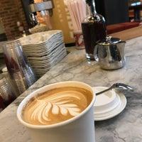 Foto scattata a La Colombe Coffee Roasters da Brooke H. il 12/19/2017
