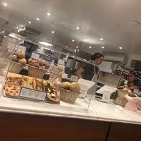 10/29/2017 tarihinde Brooke H.ziyaretçi tarafından Levain Bakery'de çekilen fotoğraf