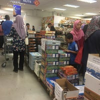 Photo taken at Mahnaz Food by Pak Lang E. on 5/20/2017