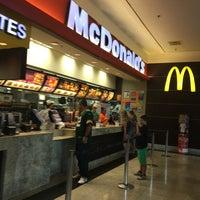 Foto tirada no(a) McDonald's por Biato T. em 3/25/2018
