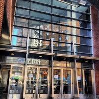 Das Foto wurde bei Baruch College - William and Anita Newman Vertical Campus von Mike C. am 10/21/2013 aufgenommen