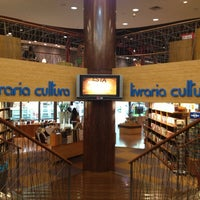 Photo taken at Livraria Cultura by Andréa M. on 1/17/2013
